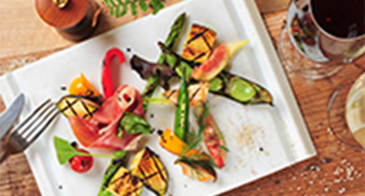 生ハムと季節の果物 お野菜のグリルプレート