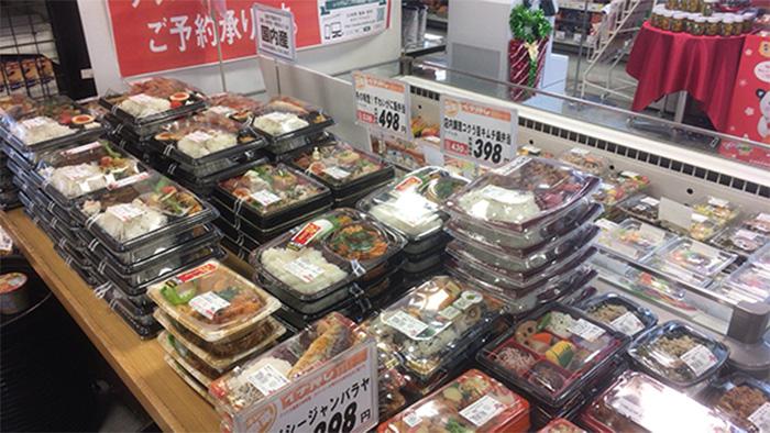朝はコンビニ、お昼はお弁当、夜は惣菜。時間帯によって使い分けるスーパー