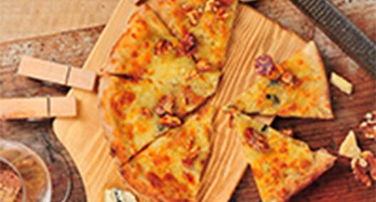 ブルーチーズと胡桃のキャラメリゼ蜂蜜のピッツァ